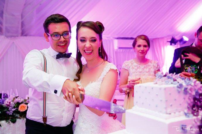 Ioana si Adi nuntă la Elysium Iași taiere tort Charlotte www.paulpadurariu.ro fotograf nunta Iasi Paul Padurariu 2