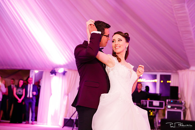 Ioana si Adi nuntă la Elysium Iași dansul mirilor www.paulpadurariu.ro fotograf nunta Iasi Paul Padurariu 3