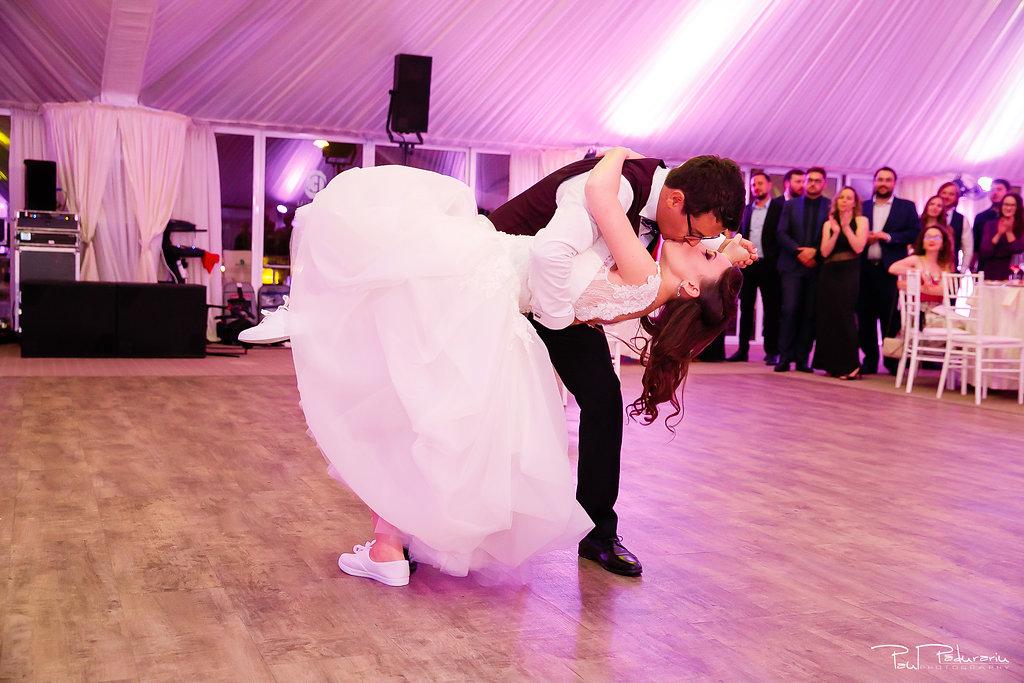 Ioana si Adi nuntă la Elysium Iași dansul mirilor www.paulpadurariu.ro fotograf nunta Iasi Paul Padurariu 4