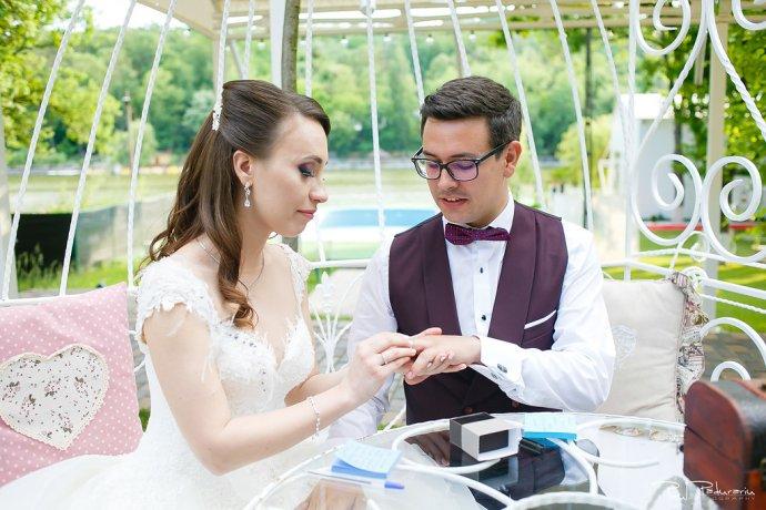 Ioana si Adi nuntă la Elysium Iași moment special miri nasi www.paulpadurariu.ro fotograf nunta Iasi Paul Padurariu 6