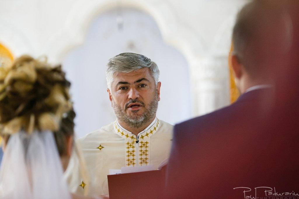 georgiana si daniel cununia religioasa biserica sf iulian din tars fotograf nunta iasi paul padurariu pregatiri miri www.paulpadurariu.ro 7