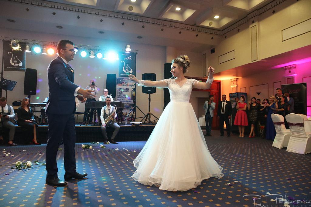 Georgiana si Daniel dansul mirilor nunta la Grand Hotel Traian Iasi paul padurariu pregatiri miri www.paulpadurariu.ro 6