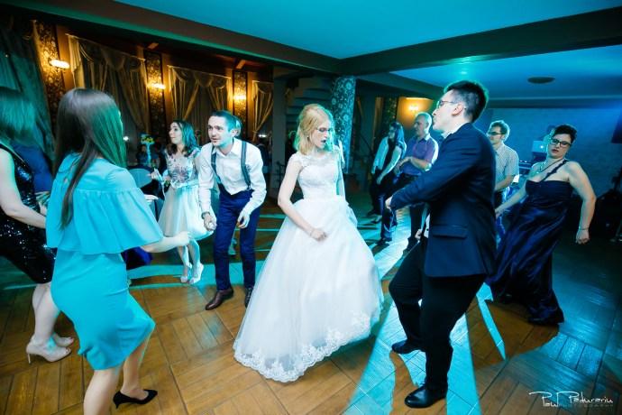 Anca si Razvan petrecere restaurant American Iasi - Paul Padurariu fotograf profesionist nunta iasi www.paulpadurariu.ro © 2018 Paul Padurariu 7