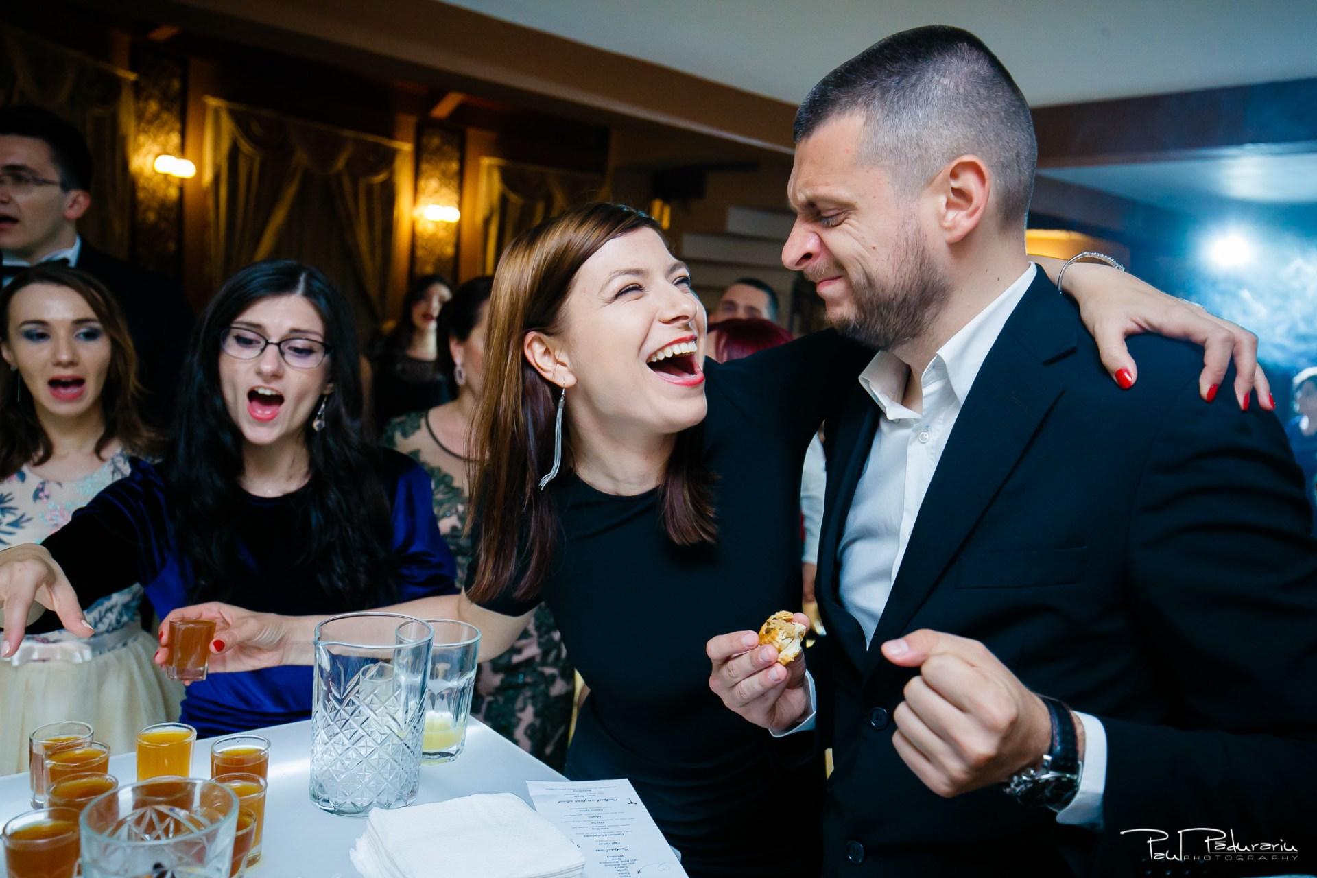 Anca si Razvan petrecere restaurant American Iasi - Paul Padurariu fotograf profesionist nunta iasi www.paulpadurariu.ro © 2018 Paul Padurariu bar 1
