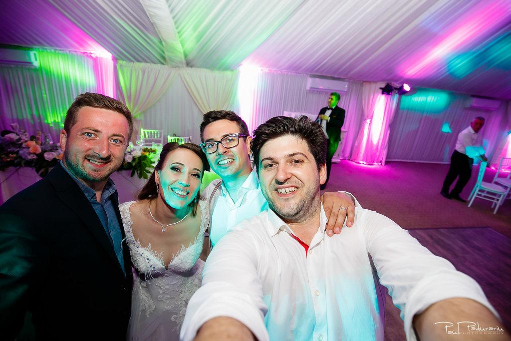 Ioana si Adi nuntă la Elysium Iași selfie www.paulpadurariu.ro fotograf profesionist de nunta Iasi Paul Padurariu