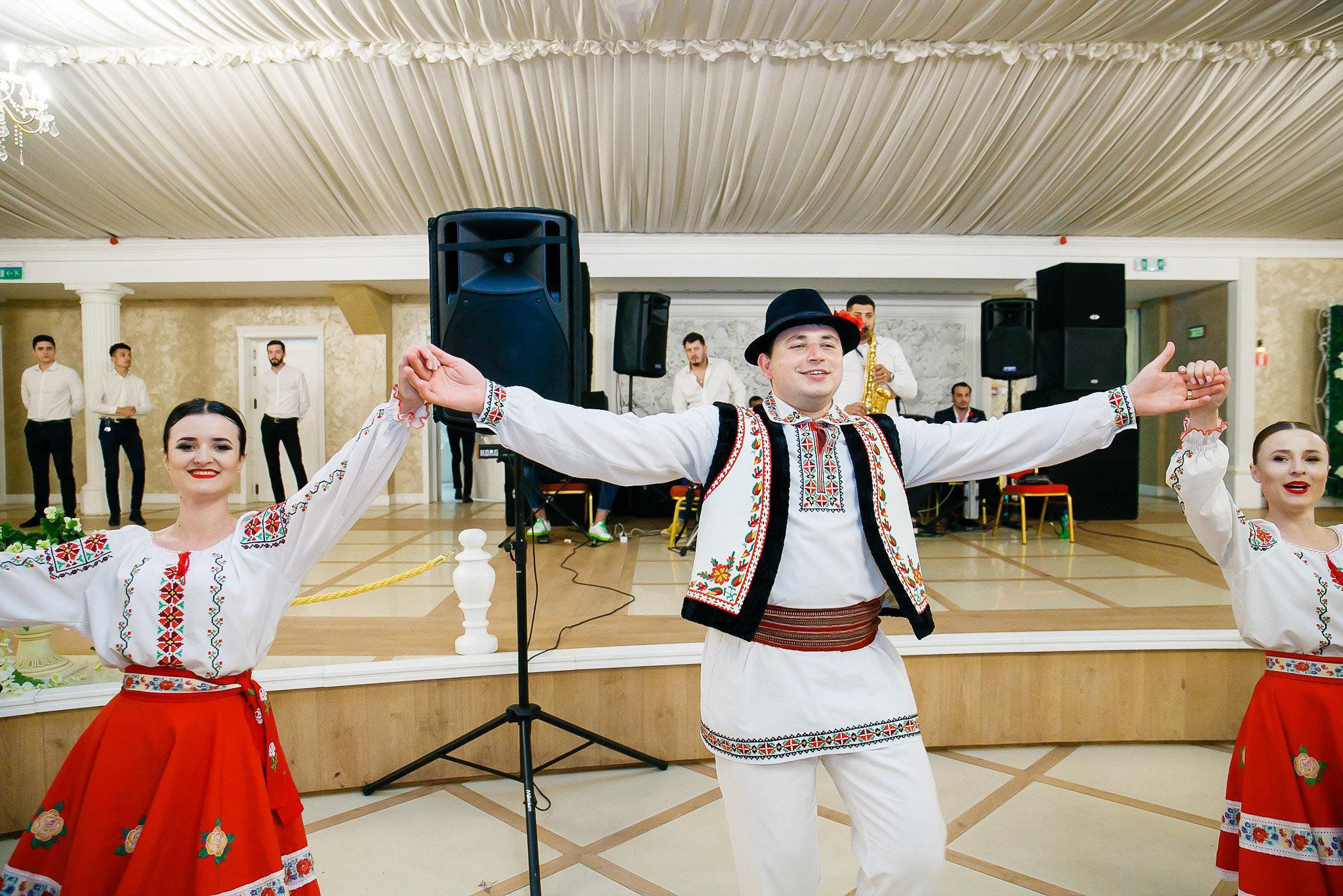 Madalina si Andrei nunta la Castel Iasi BallRoom fotograf profesionist nunta iasi paul padurariu www.paulpadurariu.ro 2018 10