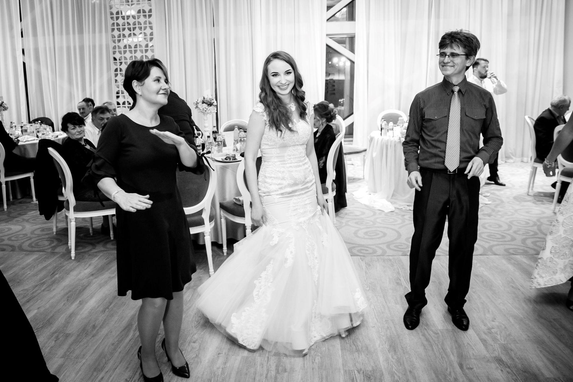 Larisa si Vlad - Nunta la Unirea - fotograf nunta iasi | fotograf profesionist Paul Padurariu 12