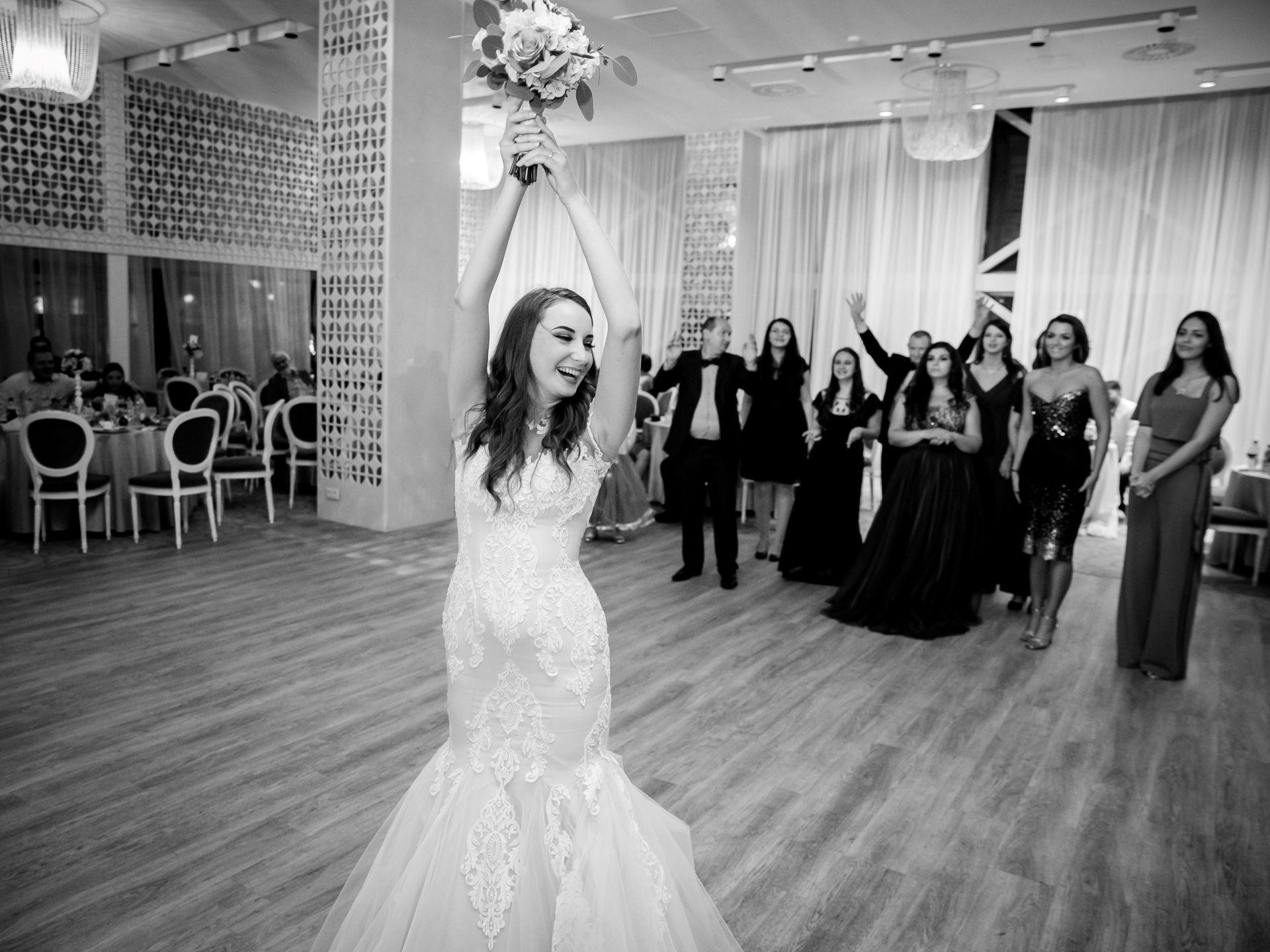 Larisa si Vlad - Nunta la Unirea - fotograf nunta iasi   fotograf profesionist Paul Padurariu 3
