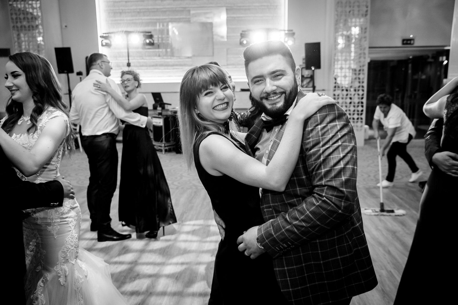 Larisa si Vlad - Nunta la Unirea - fotograf nunta iasi   fotograf profesionist Paul Padurariu 19