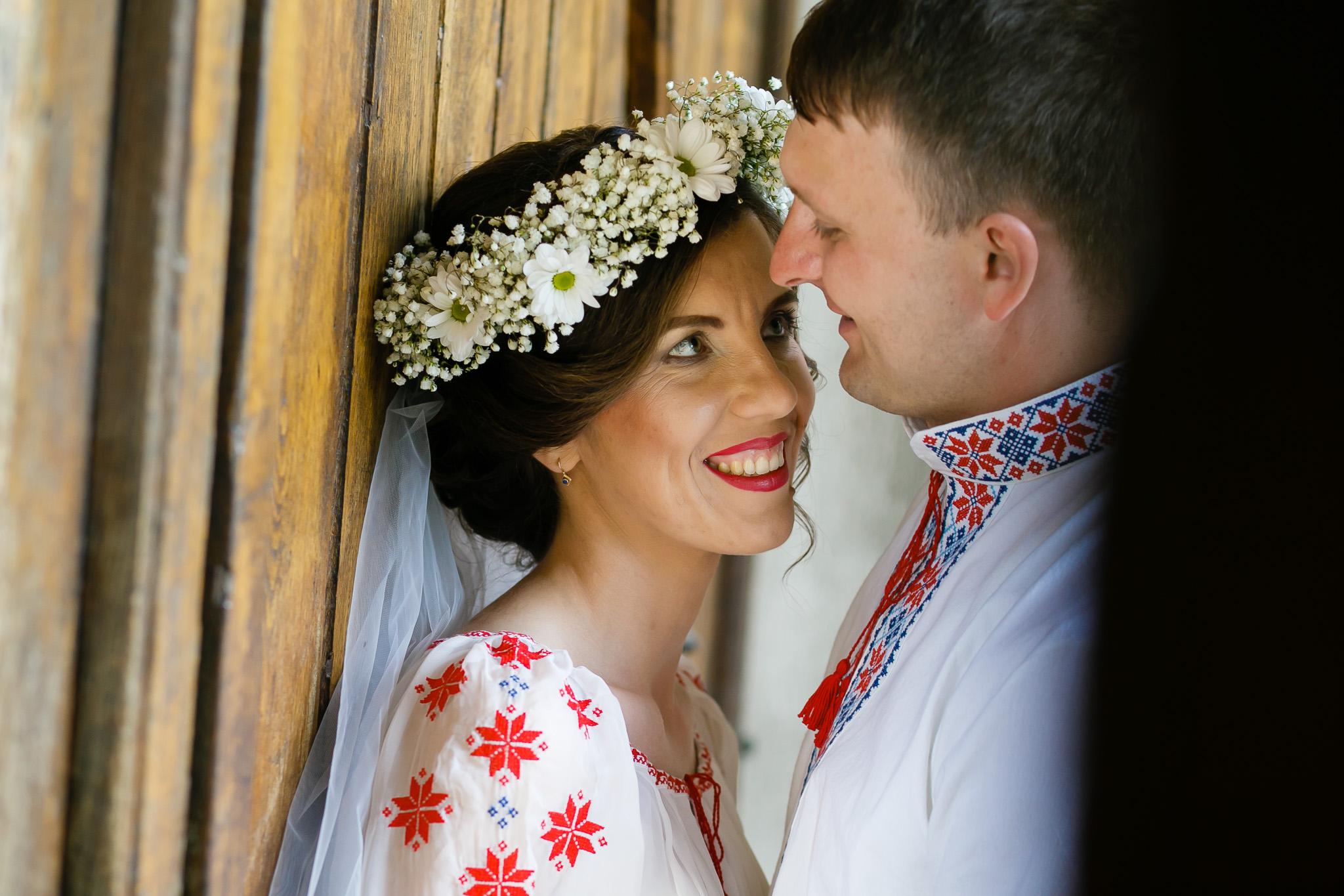 Nuntă tradițională Elisabeta și Alexandru fotograf profesionist nunta Iasi www.paulpadurariu.ro © 2018 Paul Padurariu fotograf de nunta Iasi sedinta foto miri 12