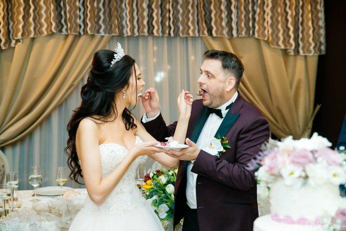 Larisa si Bogdan Nuntă la Pleiada - Paul Padurariu fotograf de nunta iasi 2018 www.paulpadurariu.ro tort miri