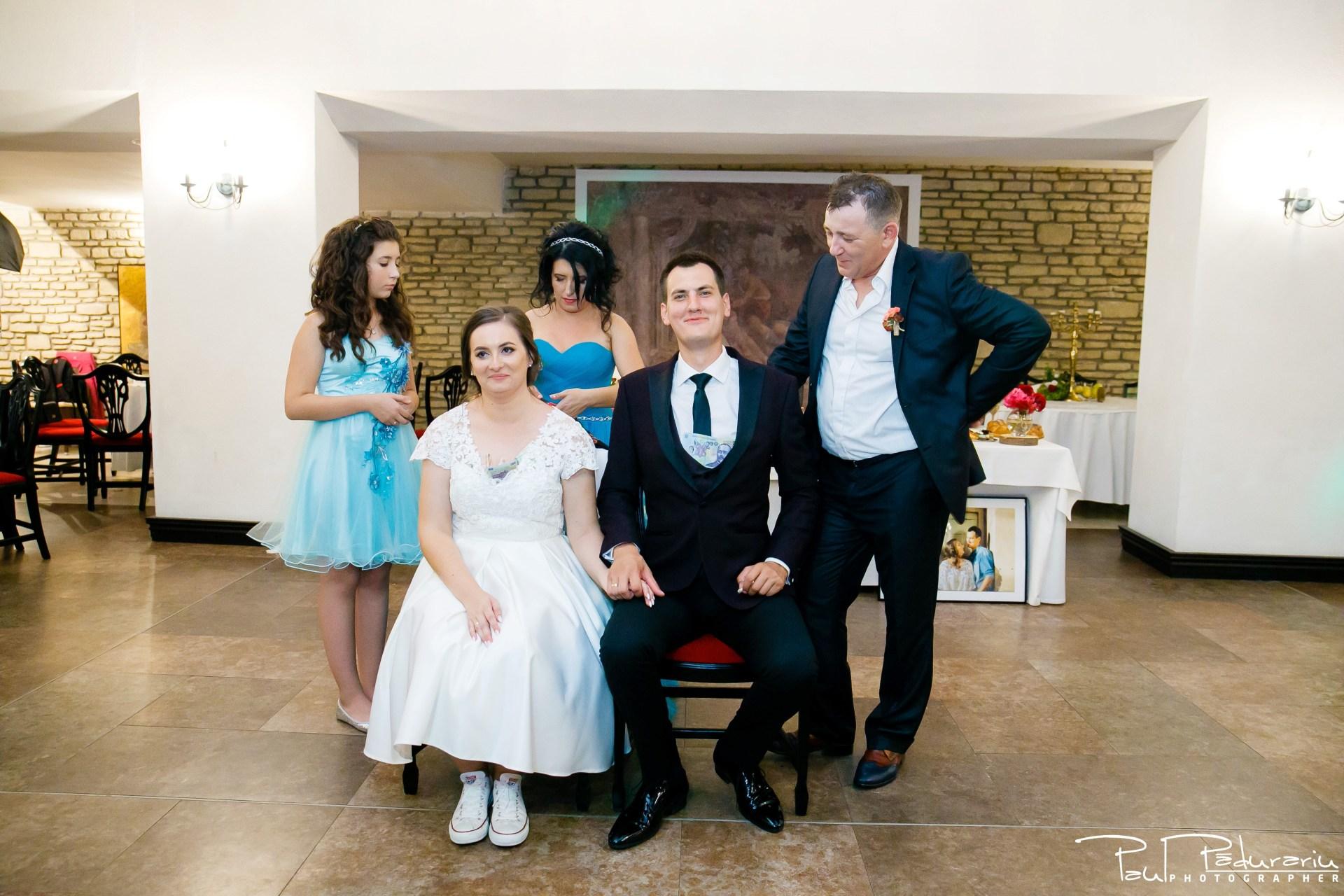 Cristina si Razvan nunta rustica la Bellaria Loja Domneasca dezbrobodit mireasa petrecere nunta fotograf profesionist nunta Iasi www.paulpadurariu.ro © 2017 Paul Padurariu