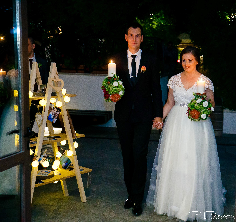 Cristina si Razvan nunta rustica la Bellaria intrare miri restaurant Loja Domneasca fotograf profesionist nunta Iasi www.paulpadurariu.ro © 2017 Paul Padurariu