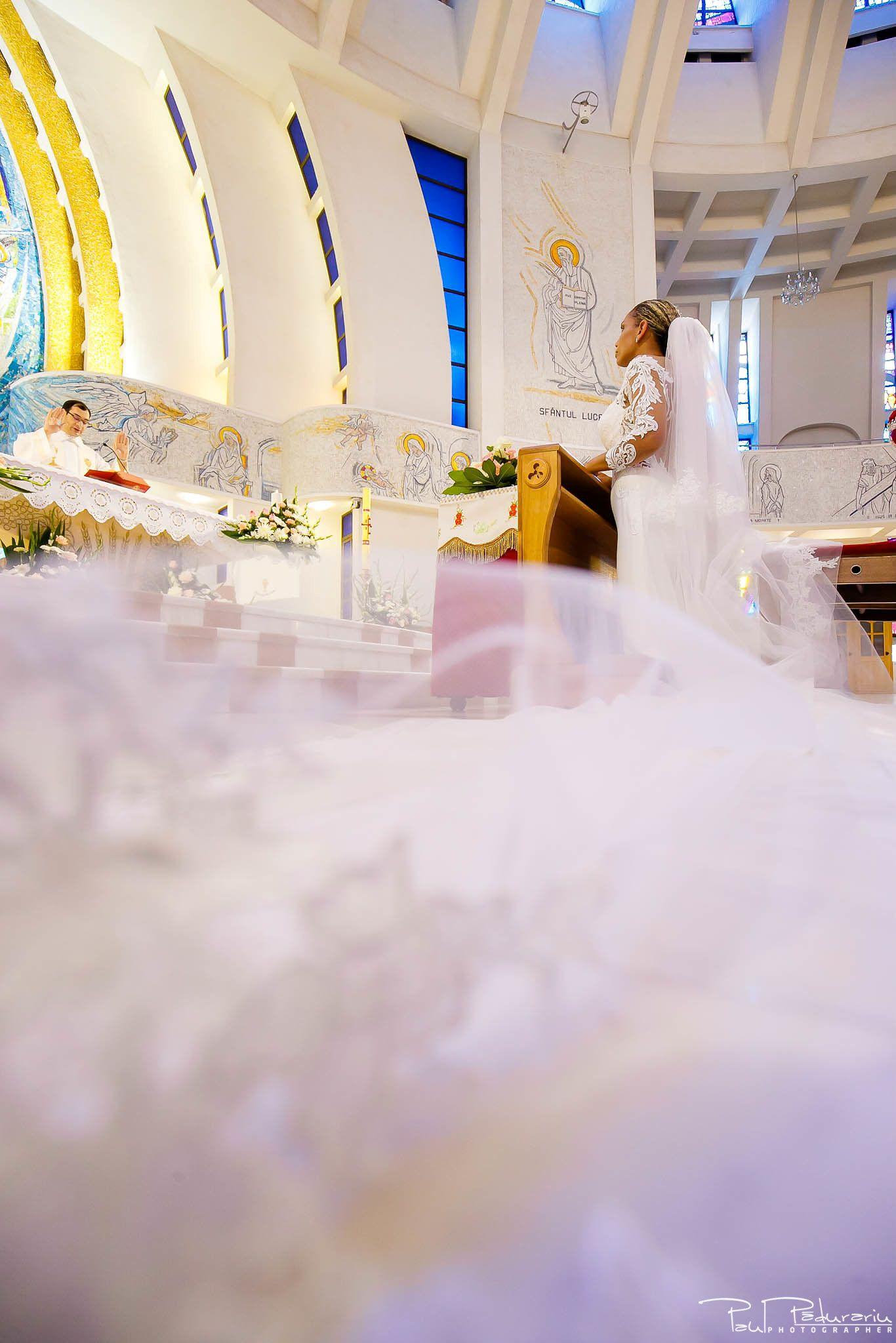 Andrei si Michaela cununia religioasa Catedrala Sfanta Fecioara Maria, Regina | fotograf nunta Iasi Paul Padurariu 8