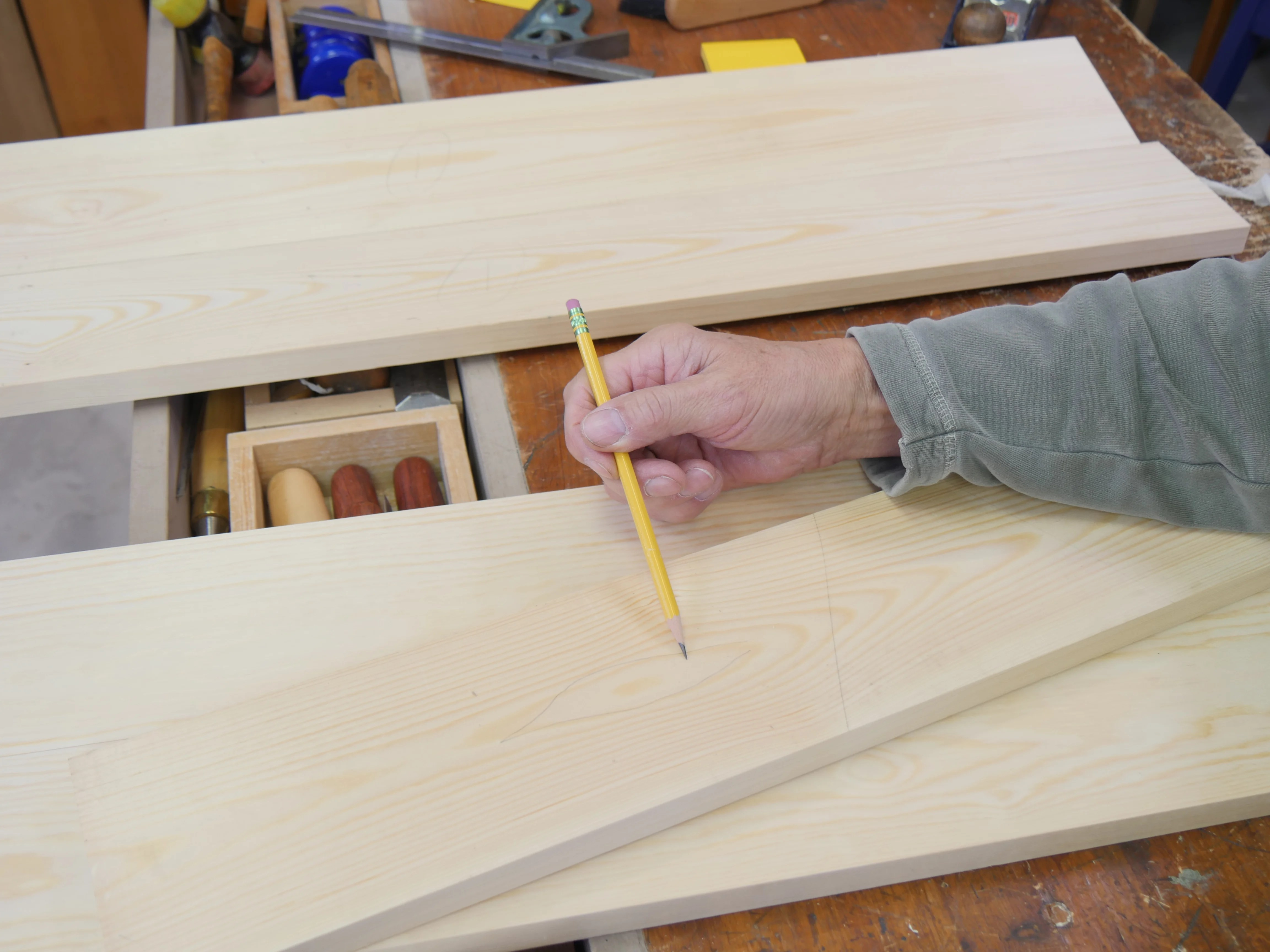 I mark my boards for sequence based on grain configuration, colour and tone.
