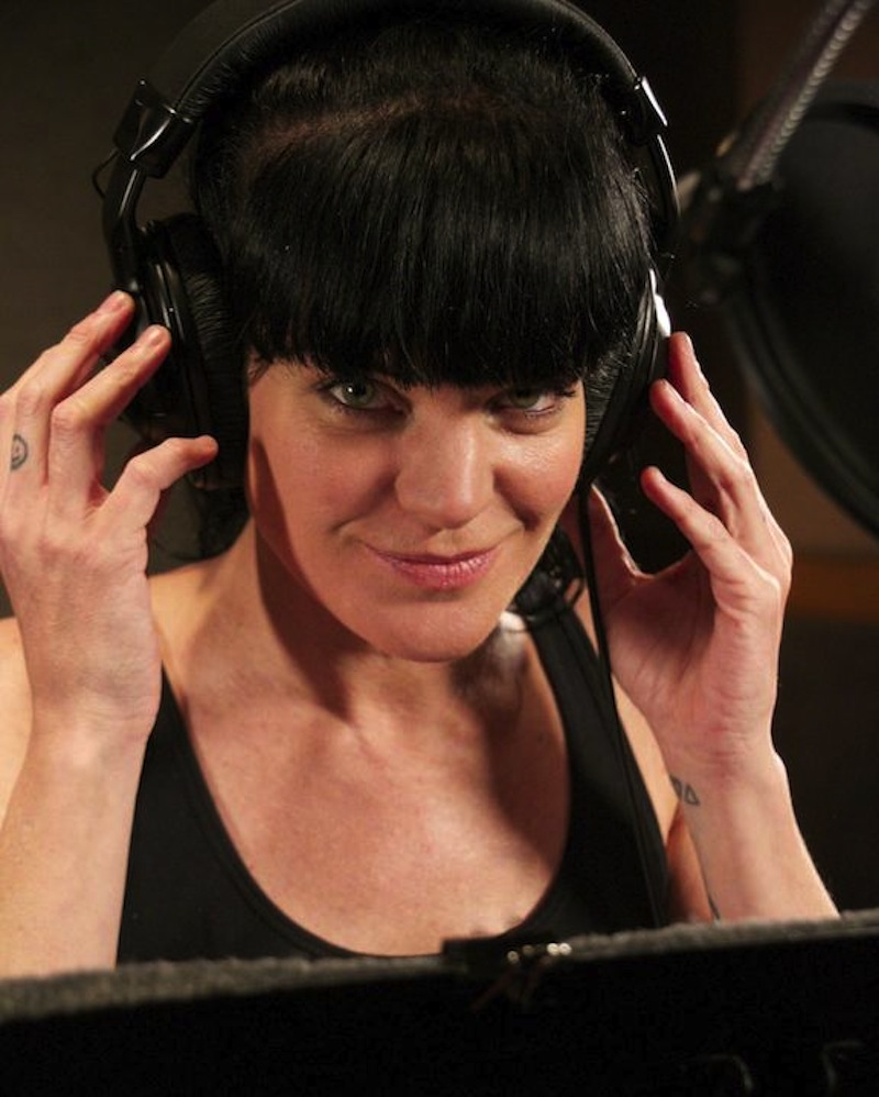 Pauley Perrette superman session