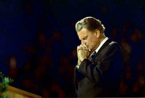 billygraham-praying