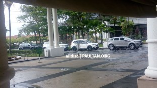 Second-gen-Range-Rover-Evoque-and-Jaguar-E-Pace-spotted-in-Malaysia-4