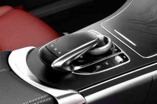 W205_Mercedes_C-Class_interior_04
