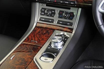 Driven_Jaguar_XF_2.0_Ti_review_ 037