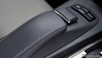 Lexus ES 250 and 300h 23