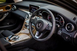 W205_Mercedes-Benz_C_250_Exclusive_Malaysia_016