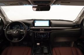 2016_Lexus_LX_570_019_5AFEDAEC321F7C231DABAAE0824E7366BC8F040C