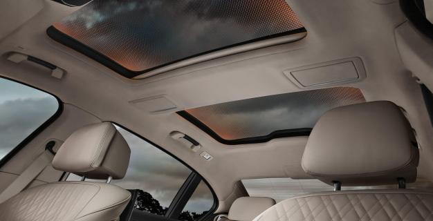 4_bmw_panorama_glass_roof_sky_lounge