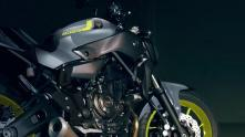 2016-Yamaha-MT-07-EU-Night-Fluo-Detail-002