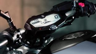 2016-Yamaha-MT-07-EU-Night-Fluo-Detail-008