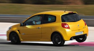 Renault Clio 26 years 10