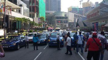 Taxi-drivers-protest-jalan-bukit-bintang-4_BM