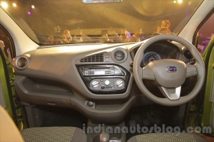 2016-datsun-redi-go-debut-india- 017