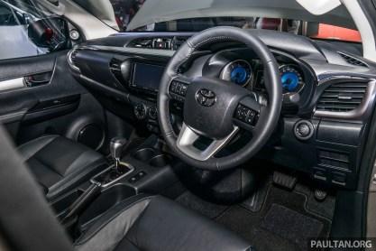 2016-Toyota-Hilux-21