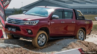 2016-Toyota-Hilux-49_BM