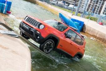 Jeep Renegade white water rafting 1