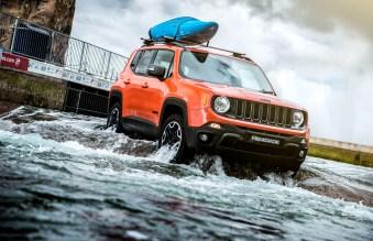Jeep Renegade white water rafting 4