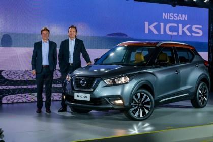 François Dossa y José Luis Valls presentan el Nissan Kicks