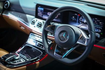 Mercedes-Benz E 300 AMG Line (5)
