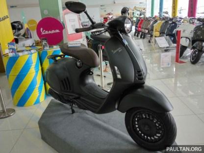 2016 Vespa 946 Emporio Armani -9
