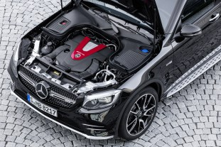 Mercedes-AMG GLC 43 4MATIC Coupé; Outdoor; 2016; Exterieur: Obsidianschwarz; V6 Bituromotor, 270 kW (367 PS) 520 Nm ;Kraftstoffverbrauch kombiniert: 8,4 l/100 km, CO2-Emissionen kombiniert: 192 g/km Mercedes-AMG GLC 43 4MATIC Coupé; Outdoor; 2016; exterior: obsidian black; V6 bituro engine, 270 kW (367 PS) 520 Nm ; Fuel consumption, combined: 8.4 l/100 km, CO2 emissions, combined: 192 g/km
