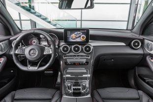 Mercedes-AMG GLC 43 4MATIC Coupé; Outdoor; 2016; Interieur: Leder Schwarz, AMG Zierelemente Carbon ;Kraftstoffverbrauch kombiniert: 8,4 l/100 km, CO2-Emissionen kombiniert: 192 g/km Mercedes-AMG GLC 43 4MATIC Coupé; Outdoor; 2016; interior: leather black, AMG carbon-fibre trim parts; Fuel consumption, combined: 8.4 l/100 km, CO2 emissions, combined: 192 g/km