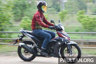 rs150r-action-bm-1
