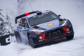 hyundai-driver-thierry-neuville-in-action-rally-sweden