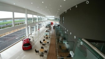 03 Spacious showroom of Ban Chu Bee Honda 4S Centre