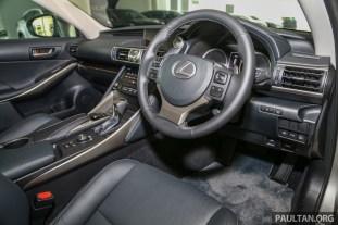 Lexus_IS_200t_FL_Int-2
