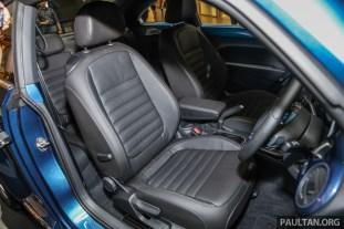 Volkswagen_Beetle_Sport_Int-10