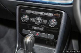 Volkswagen_Beetle_Sport_Int-6