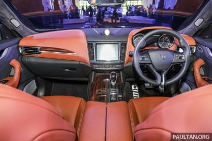 2017 Maserati Lavente GranLusso_Int-21 BM