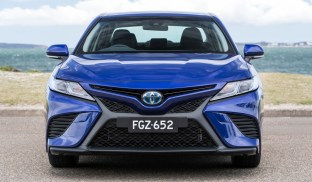 2017 Toyota Camry Ascent Sport hybrid